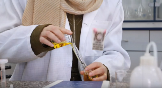 """Palestine Polytechnic University (PPU) - طالبتان وباحثة من جامعة بوليتكنك فلسطين يكتشفن أنّ مادة  """"البريدينيوم كلوروكرومات"""" تستخدم في أكسدة دواء  الكابتوبرل المستخدم في علاج ارتفاع ضغط الدم"""